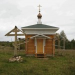 Часовня Ризоположения и Поклонный крест
